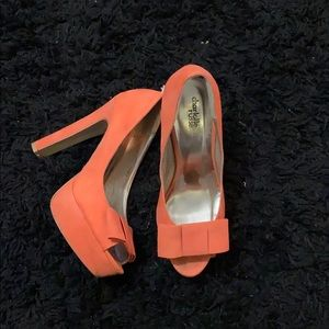 Open toed bow peach pumps